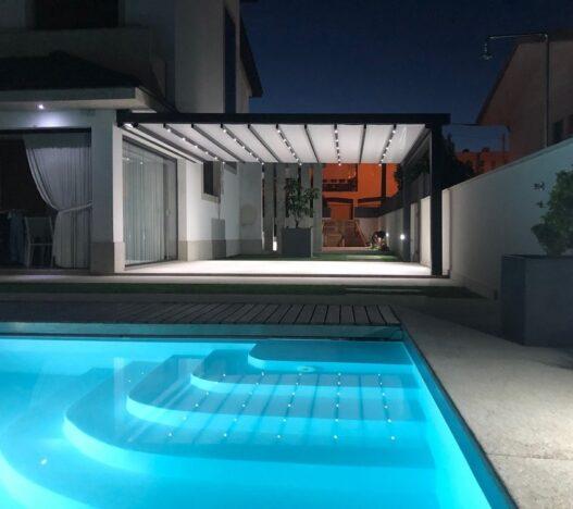 pergola-dakhla-piscina-terraza-noche-sahara