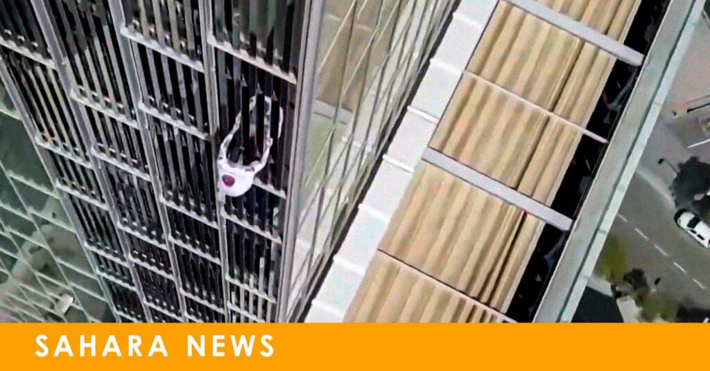 Un escalador sube los 116 metros del hotel Meliá sin protección y pasa sobre nuestra pérgola Dakhla