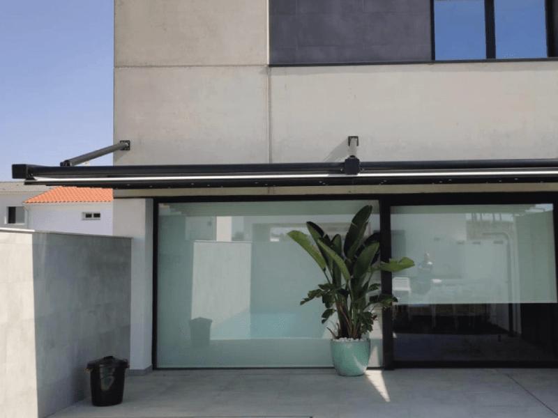 pergola-alero-residencial-jardin-terraza-sombra-sol-frontal