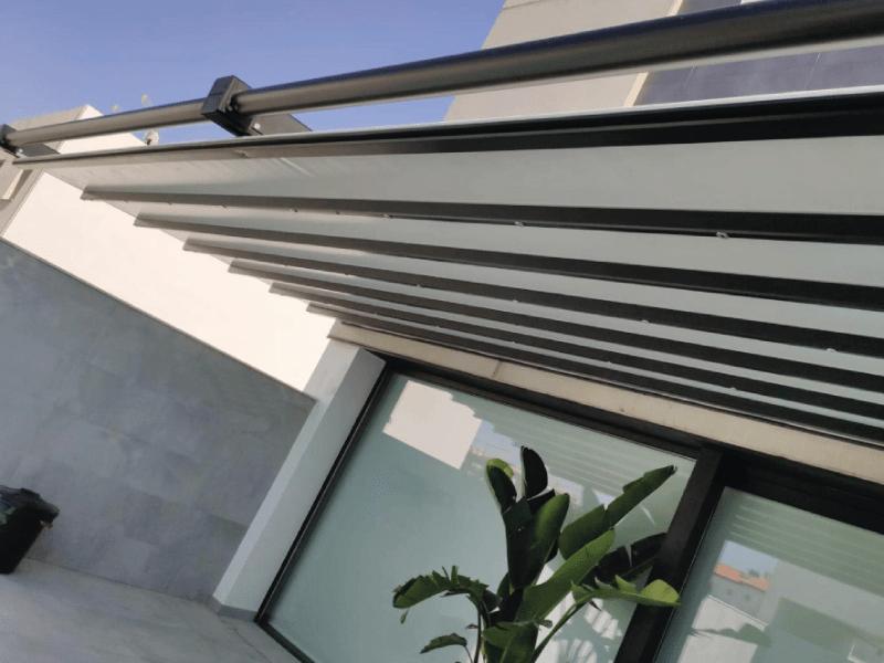 pergola-alero-residencial-jardin-terraza-sombra-sol